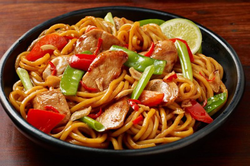 CHICKEN CHILLI GARLIC NOODLES