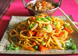 EGG CHILLI GARLIC NOODLES